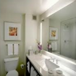 Crowne Plaza Times Square New York Review Alex Belfield www.celebrityradio.biz bathrom