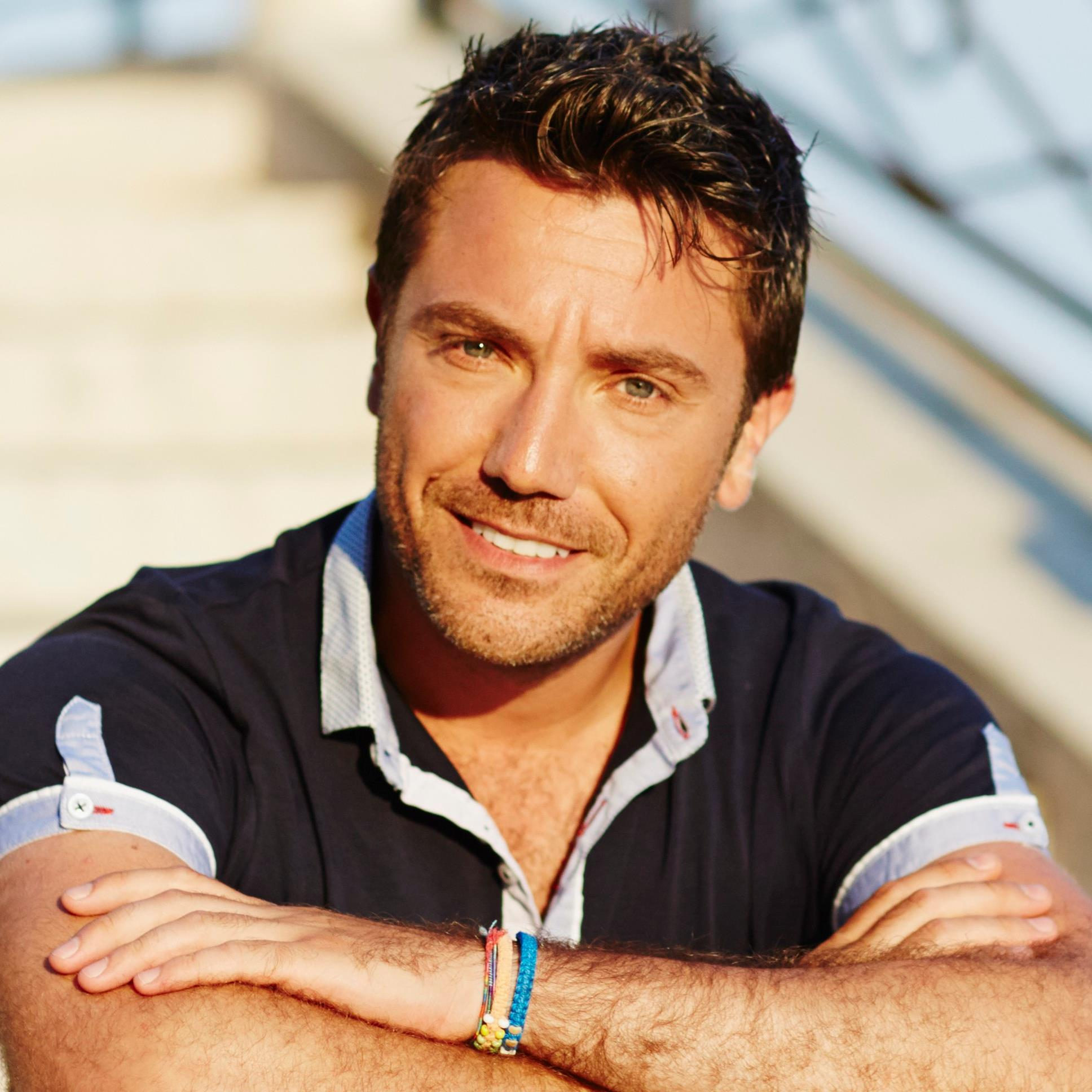 Enjoy Celebrity Radio's Italian Chef Gino D'Acampo Life Story Interview…. Gino D'Acampo is the handsome Italian-British big personality chef and television personality famous for his […]