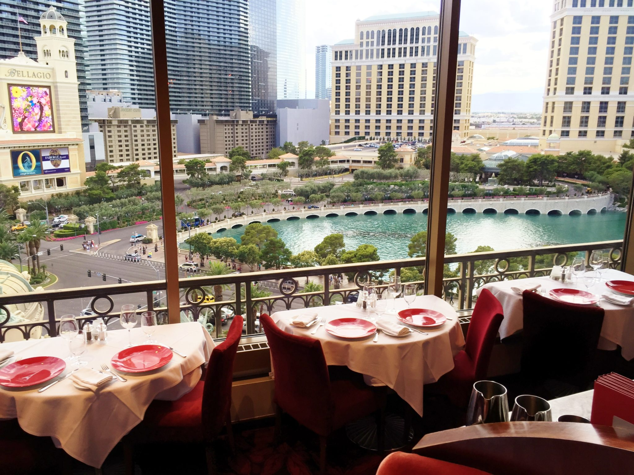 5 review eiffel tower restaurant vegas celebrity radio for Paris restaurant