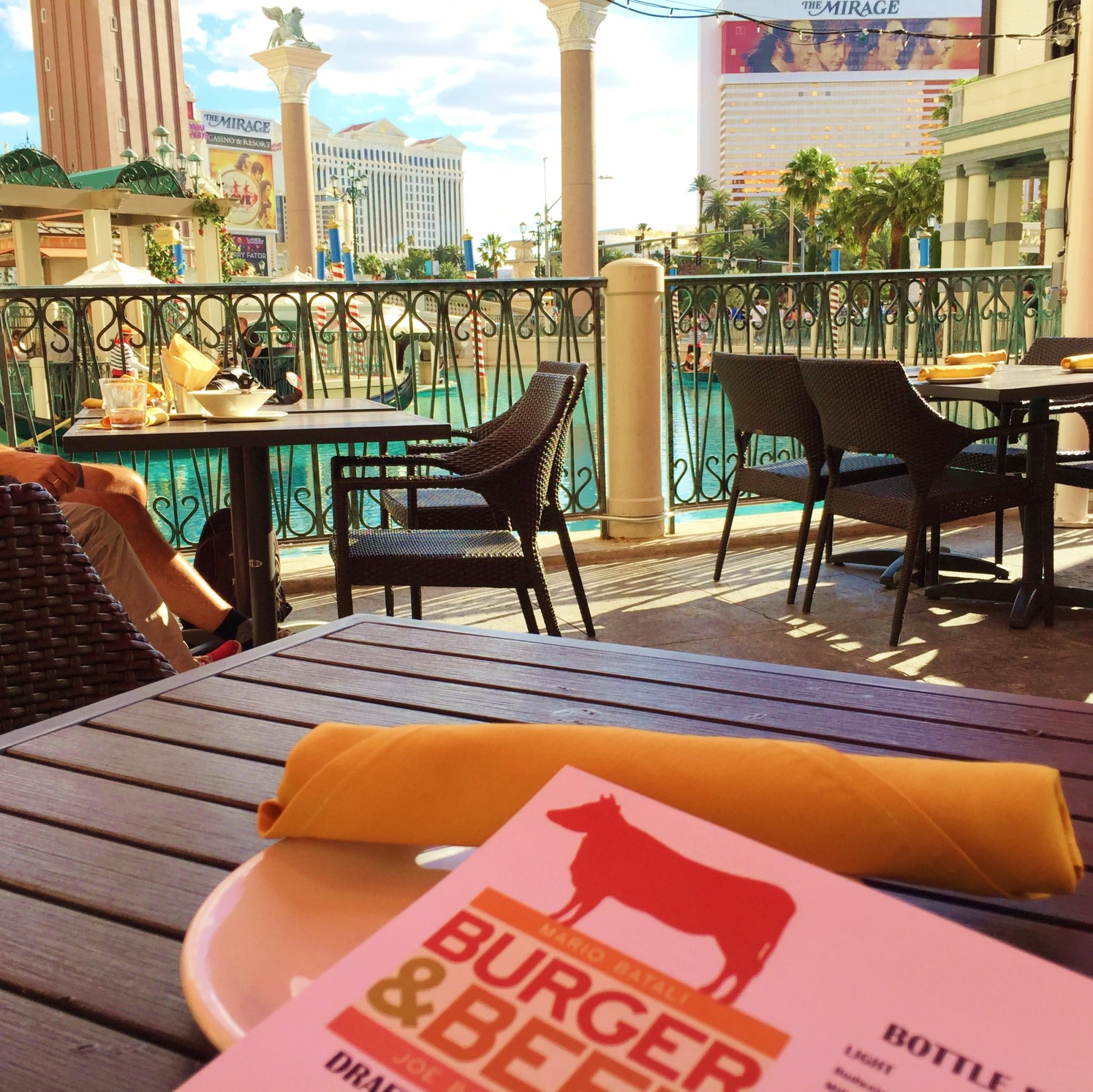 Enjoy Celebrity Radio's Mario Batali B&B Burger Beer Restaurant Review Vegas…. Firstly, aside from the food, MB's B&B has one of the most outdoor seating […]