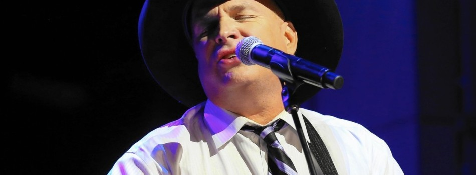 Enjoy Celebrity Radio's Review Garth Brooks 2016 World Tour With Trisha Yearwood…. Garth Brooks is the biggest selling US solo artist EVER! 140 million albums is no mean feat! His
