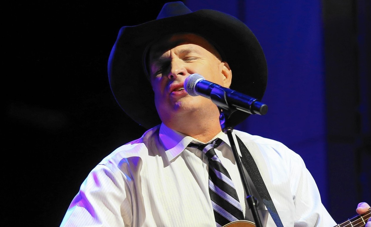 Enjoy Celebrity Radio's Review Garth Brooks 2016 World Tour With Trisha Yearwood…. Garth Brooks is the biggest selling US solo artist EVER! 140 million albums […]