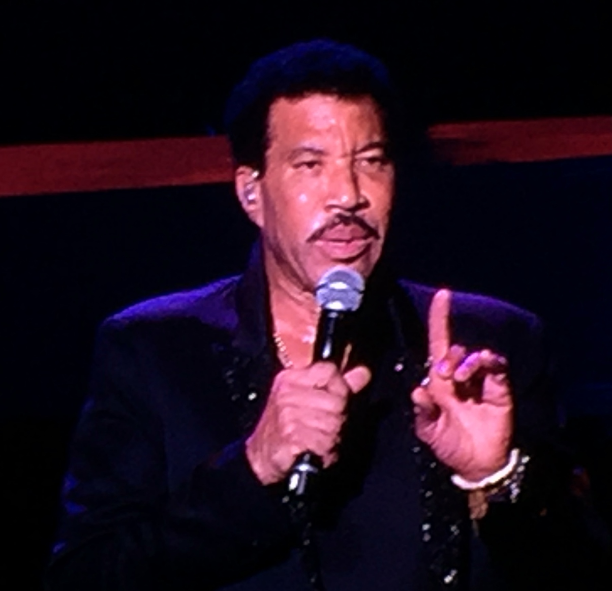 Review lionel richie all the hits planet hollywood las vegas lionel richie tour dates kristyandbryce Gallery