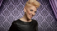 Enjoy Celebrity Radio's Interview Lisa Lampanelli 2016 Queen Of Mean Comedian…. Lisa Lampanelli is Comedy's Lovable Queen of Mean and Celebrity Radio's FAVOURITE (living) female comedian. After Joan Rivers, no-one