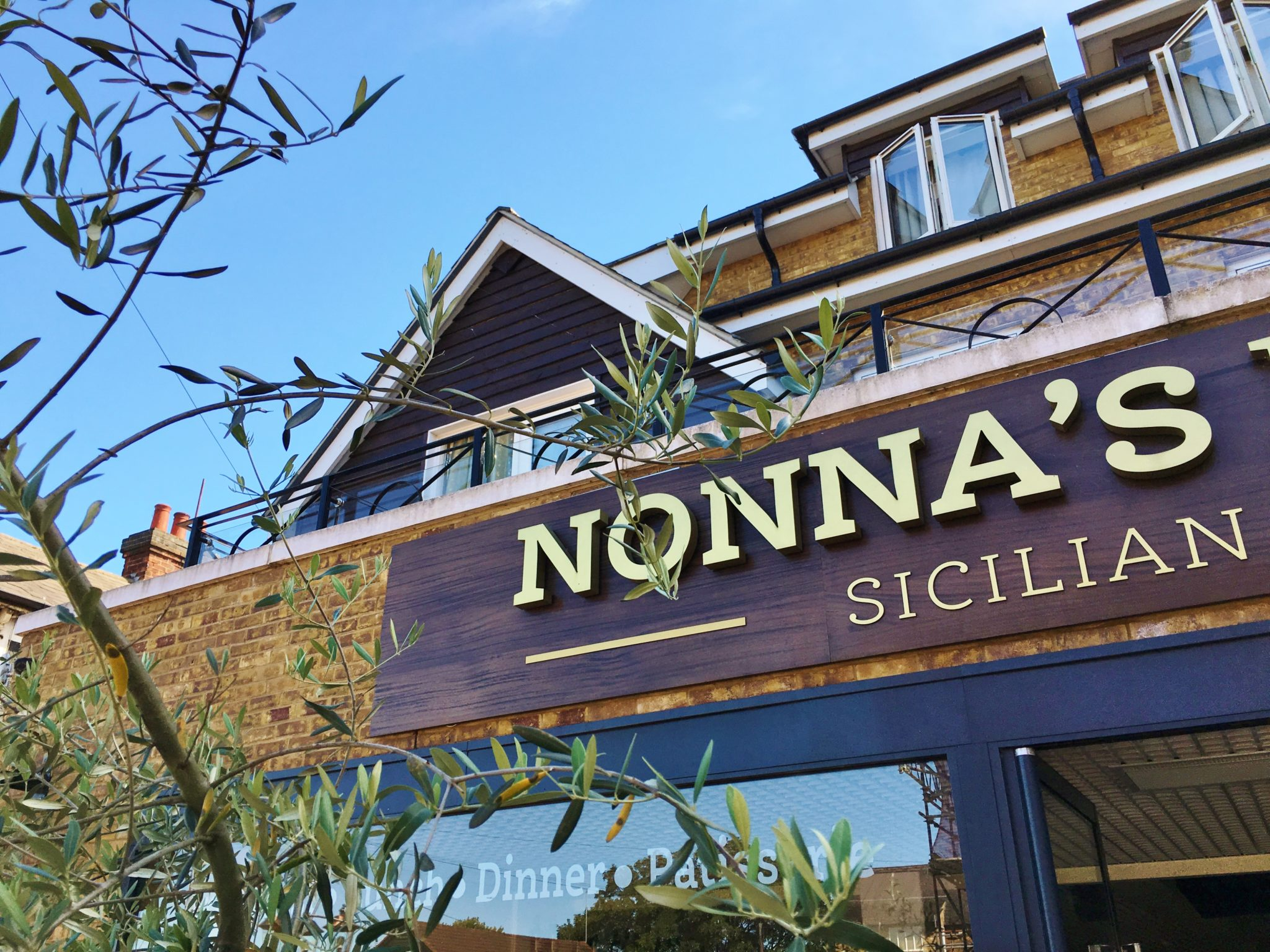 Enjoy Celebrity Radio's Review Nonna's Kitchen Hoddeson…. We judge a wonderful restaurant on 4 crucial things: authenticity, service, bread & toilets – Nonna's Kitchen gets […]