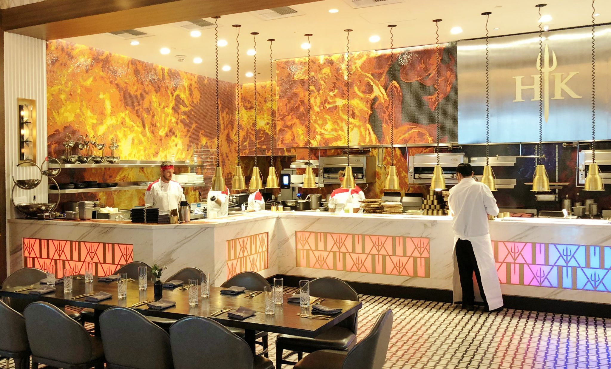 Review Hell S Kitchen Restaurant Caesars Las Vegas