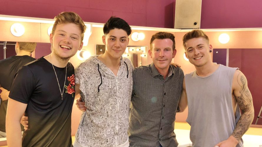 Enjoy Celebrity Radio's Five To Five INTERVIEW The Band Musical REVIEW… How can you not love a musical featuring the hits of Take That? This […]
