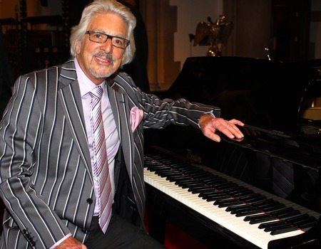 Enjoy Celebrity Radio's Laurie Holloway Interview 2018… Laurence Holloway MBE is a British pianist and composer from Oldham, Lancashire. He is perhaps best known as […]